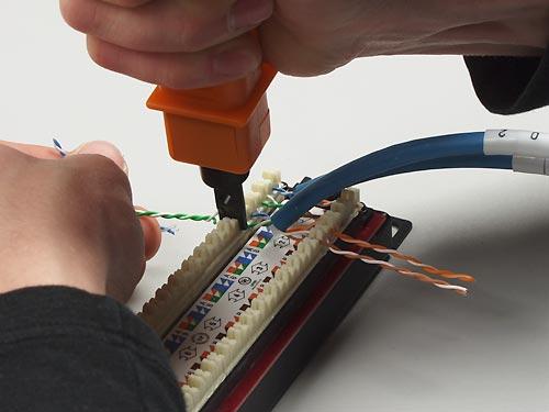 в IDC модуль патч-панели.